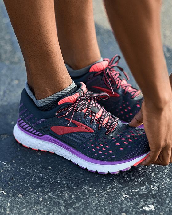 Merek Sepatu Lari Terbaik 2021